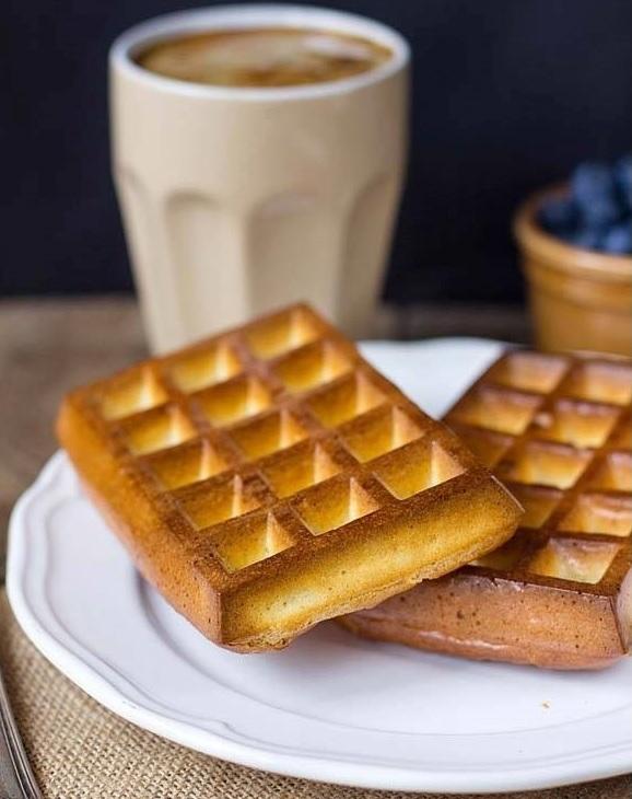dietetyczne gofry. Doskonałym pomysłem na fit śniadanie są dietetyczne gofry z otrębów żytnich lub pszennych, ponieważ dzięki wysokiej zawartości błonnika pokarmowego wspomagają odchudzanie oraz regulują one pracę układu pokarmowego.