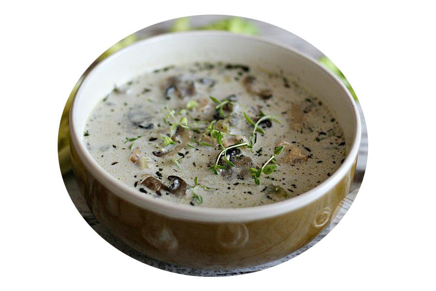 Dobrą propozycją na pierwsze danie naszego obiadu jest zupa pieczarkowa z ziemniakami i kurczakiem, ponieważ zawiera witaminy z grupy B.